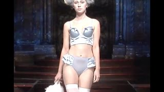 Baixar LIVIARA at Art Hearts Fashion NYFW. Shows Presented by AIDS Healthcare Foundation.