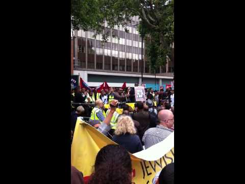 UK Apache - 'Lots of Sign' at anti-EDL demo mp3