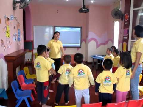 """Trường mầm non song ngữ Colorhouse - Tiết học hát """" Bài học đầu tiên"""""""