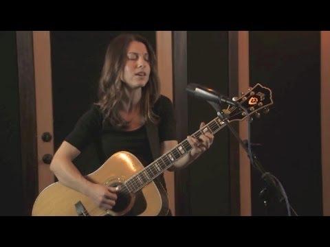Natasha Borzilova - Rechka (Russian folk song)