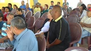 discuções e idéias na assembléi