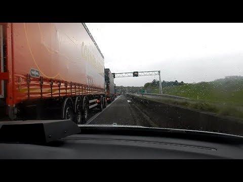 [Onboard] Verkeerspolitie met spoed naar auto-ongeval op de A76!: U ziet hier: Een onboard video van een verkeerspolitieauto met spoed rijdend naar een spoedreparatie/verkeersongeval op de A76.  You see here: Me sitting in a Highway Police car and driving to a MVA on national road A76.  Voertuigen in deze video/Vehicles in this video: Verkeerspolitieauto: https://www.flickr.com/photos/136670213@N05/34651373210/in/album-72157684450272096/  Spaubeek, The Netherlands   04.2016. -------------------------------------------------- Social media en website: Website: www.112limburg.weebly.com Facebook: https://www.facebook.com/112-Limburg-... Twitter: @LimburgReport Flickr: https://www.flickr.com/photos/1366702... Instagram: ties_salden_112limburg  *****DISCLAIMER***** Deze video's zijn allemaal door mij gemaakt (Ties) en mogen niet worden gekopieerd en ergens anders worden geüpload zonder toestemming van de filmer. In deze video's gaat het om de hulpverleningsvoertuigen en niet om kentekens of personen.  TAGS: brandweer ambulance politie P1 prio 1 P2 2 TS HW AL HA OvD 24-111 24-112 24-113 24-114 24-115 24-116 24-383 A1 A2 B1 B2 Stein Geleen Sittard Elsloo Urmond Nieuwdorp Limburg-Zuid 24-4531 24-3581 24-6101 24-3011 92772 112 Limburg 112 Westelijke Mijnstreek 112stein112 EVW EmergencyVehiclesWorldwide Weebly Nederland België Duitsland Frankrijk Monaco Andorra Italië Spanje  Deze video is gesponsord door Multicopy Maastricht