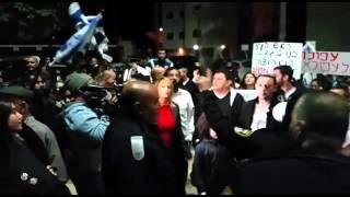 מפגינים בעפולה נגד זכיית משפחות ערביות במכרז בנייה -  צילום: נעה שפיגל