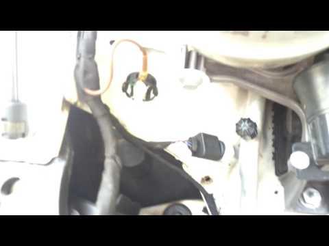 Замена Би- ксеноновой лампочки D3s Octavia A7