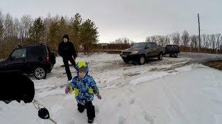 Кто круче? Нива, Jimny или Hilux в мокром снегу. За рулем тойоты ребенок!