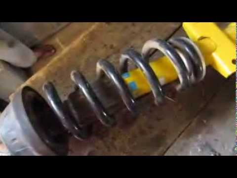 VW Amarok: Replacing front shock absorbers / Amarok Stossdämpfer tauschen / Cambiar amortiguadores