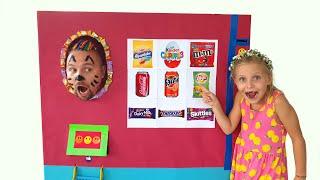 Алиса и робот-магазин со сладостями и шоколадом