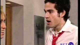 Mia le pega a Miguel:A