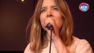 Clare McGuire interprète son tube «Elisabeth Taylor» lors du RFM Facebook Live 2017 !