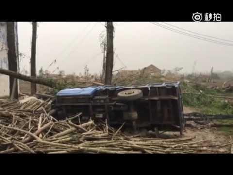 视频直击:江苏阜宁强龙卷风现场一片狼藉 高压电塔被吹倒房顶被削平