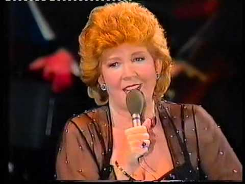 CILLA BLACK SINGS