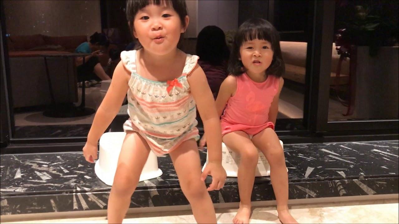 20171013妤妤-我們在換尿布