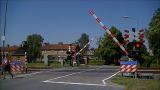 Video Spoorwegovergang Baflo // Dutch railroad crossing download MP3, 3GP, MP4, WEBM, AVI, FLV Oktober 2018