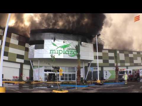 Brutal Incendio Quema Plaza Comercial De Culiacán