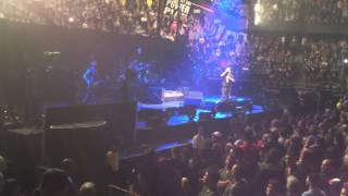 eddie vedder pearl jam give jaxon 8 yr old drummer standing ovation crowd goes nuts