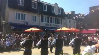 Café Restaurant Ty Pierre, bagad, biniou et bombarde, ambiance de fête à Roscoff en été