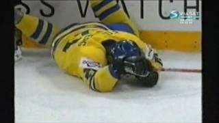 Rob Niedermayer tacklar Peter Forsberg VM Final 2004 Hela Sekvensen