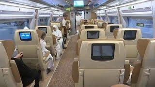 شاهد: حجاج يسافرون بالقطار السريع من المدينة إلى مكة لأول مرّة …