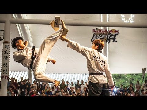 Elite Kicking Battles in Seoul - Red Bull Kick It 2015