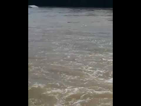 Caminhão cai em rio na divisa de Campo Belo do Sul e São José do Cerrito