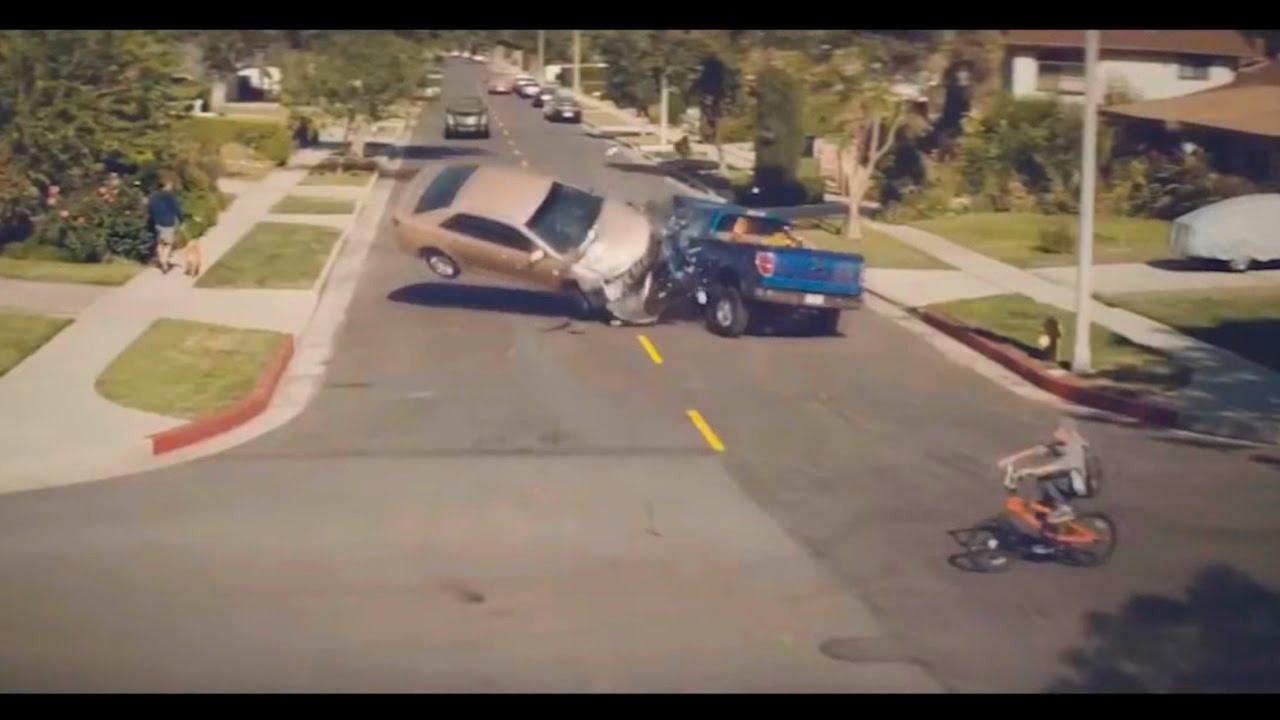 Самая страшная авария! Используйте автомобильный держатель для смартфонов!