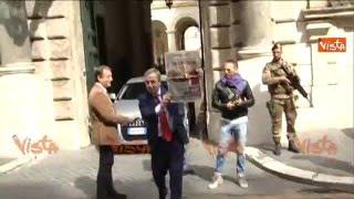 Gasparri a Palazzo Grazioli mostra felice giornale su Totti