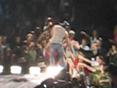 Tim Mcgraw BBQ Stain in concert live United Center Chicago