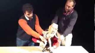 Moses : The table par le Blind Summit Theatre