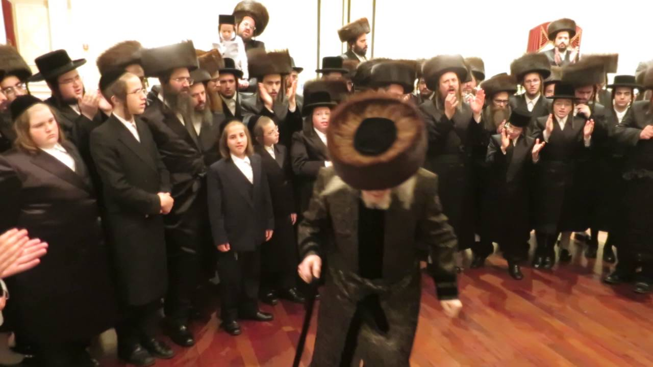 Admor Verdan dancing Mitzva Tanz at Grand daughters wedding