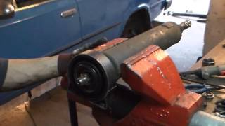 видео Замена крестовины карданного вала на ВАЗ 2101