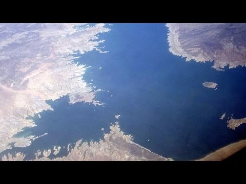 Oasis on Nevada-Arizona desert (Lake Mead) on Reno-Phoenix flight: view of Las Vegas 2015-05-07