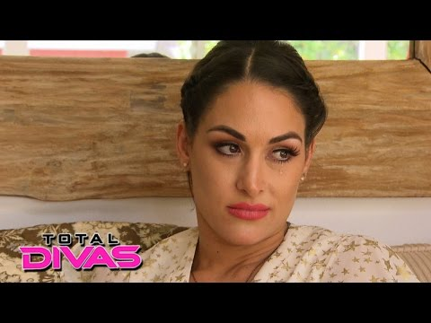 Brie Bella confides in Nikki Bella: Total Divas, July 14, 2015
