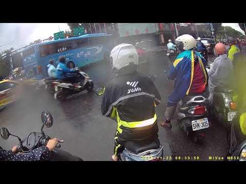 台北市民族西路與中山北路交叉路口機車事故