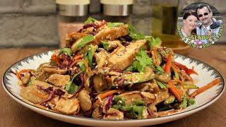 Курица + необычный овощной салат. Получается вкусное, сытное блюдо. Азиатская кухня.