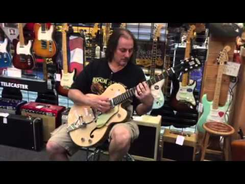 Paul Kramer demos the Gretsch G6118T