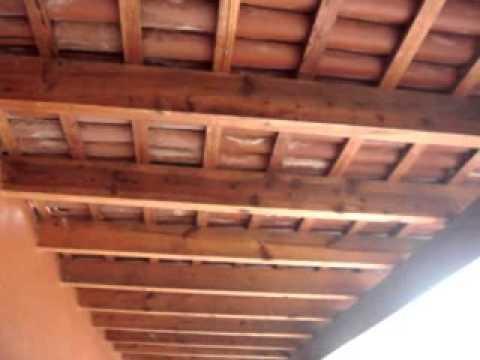 Economica cubierta con vigas de madera y teja para tu casa - Vigas falsas de madera ...