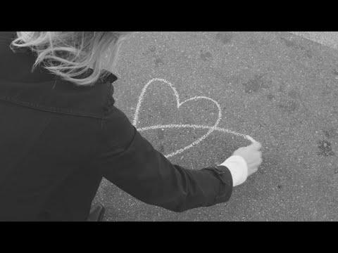 """[News]Melody Gardot conta com a colaboração de Lucas Lima e de músicos de todo o mundo em sua nova canção """"From Paris With Love"""", em benefício dos profissionais de saúde."""