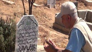 رجل اطفاء فقد ابنه بقصف النظام فانشق عن الدفاع المدني