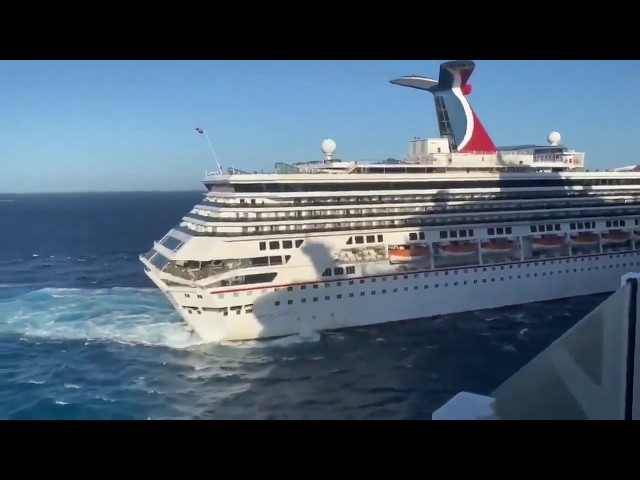 última hora...Turistas graban choque de dos Cruceros en COZUMEL