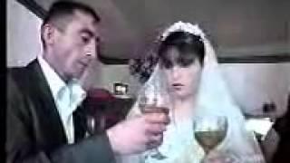 На весіллі Бек Gelinin приклади його вживання в мові Sampan icmeyi