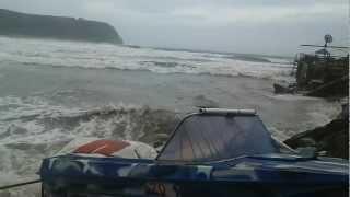 Тайфун г. Находка: спасение лодок на Китайском пляже