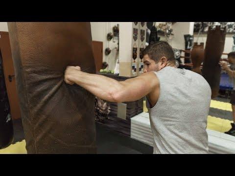 Как правильно бить боковой удар в боксе