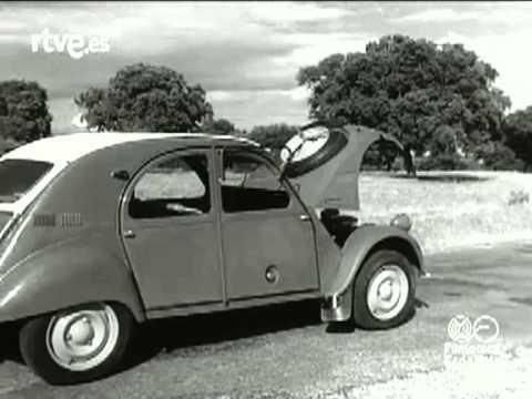 Fábrica de Citroen de Vigo y demostración del 2CV Sahara 4x4 con dos motores -- 1961 (No-Do)