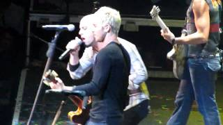 Broken - Lifehouse & Chris Daughtry 6/20/10