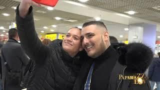 Pevači i glumci na aerodromu u doba rizika