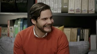 Daniel Bruhl: Discusses His Leading Role on The Alienist, Tapas Bars, and Berlin