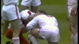 Alex Murphy reaction to Dean Bell High Shot on Les Quirk - 1989 Challenge Cup Final