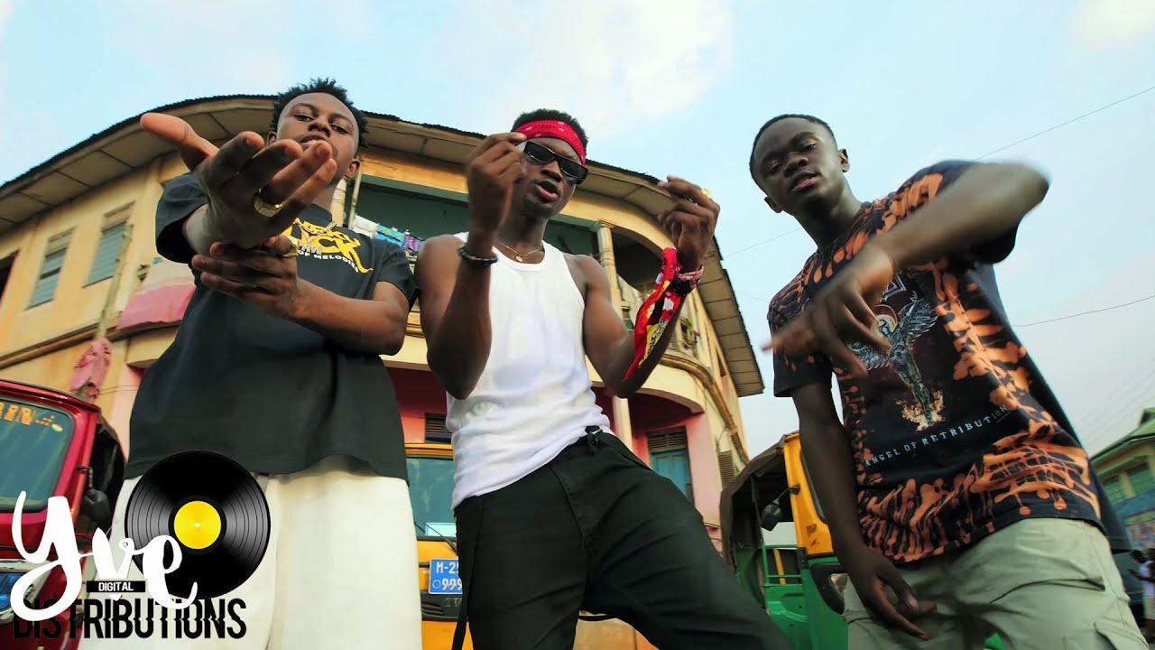 Download Kweku Darlington - Sika Aba Fie (ft. Yaw Tog & Kweku Flick) (Official Video)