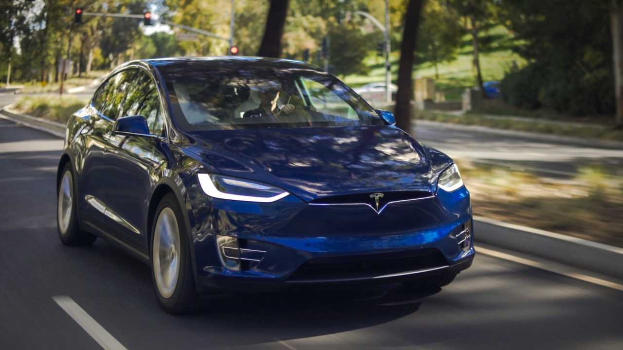 Mobil Listrik Tesla untuk Pertama Kalinya Mengaspal di Indonesia Sebagai Taksi