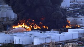 YouTube動画:No timeline for Texas chemical fire to burn out